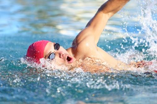 bigstock-man-swimmer-swimming-crawl-in-swimming - κολύμβηση